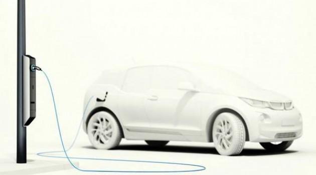 Illuminazione stradale BMW, ricarica anche veicoli elettrici