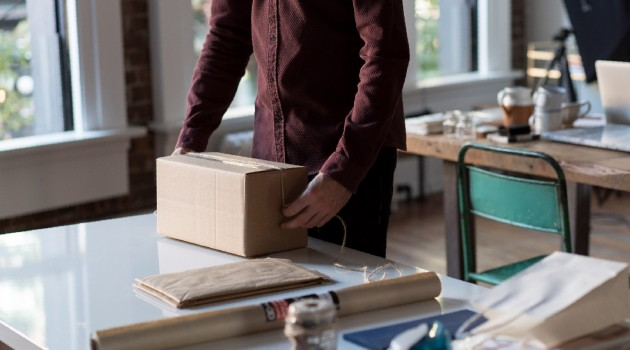 Online shopping: new EU rules for cross-border parcel delivery